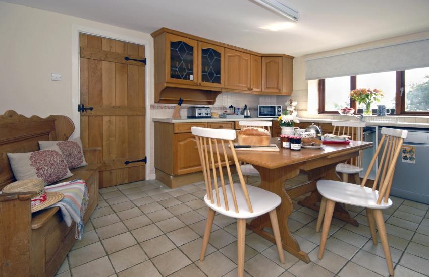 Self catering St Davids - farmhouse kitchen