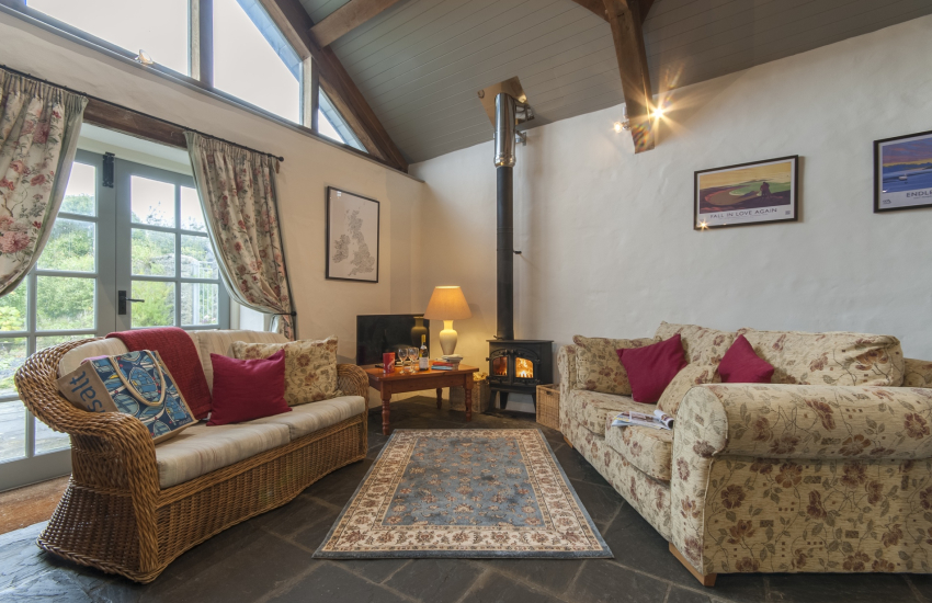 Lawrenny holiday cottage - open plan living room with log burning stove