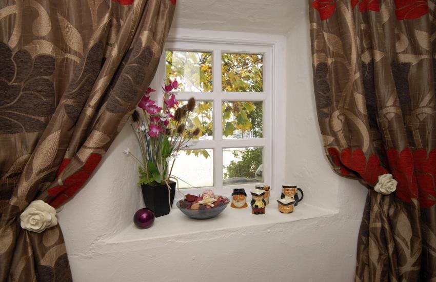 Solva, Pembrokeshire renovated granary - with stylish soft furnishings
