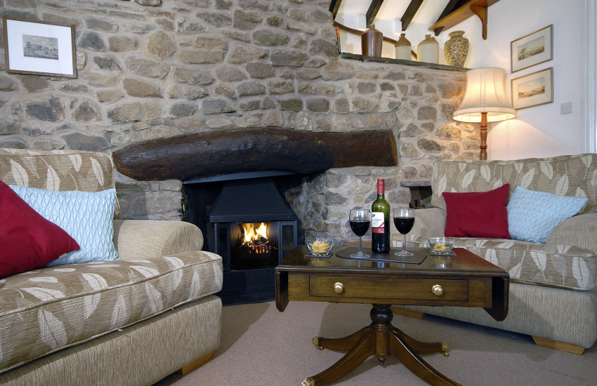 North Pembrokeshire comfortable holiday cottage with wood burner