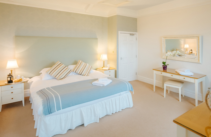 Oystermouth bay Mumbles cottage - double bedroom