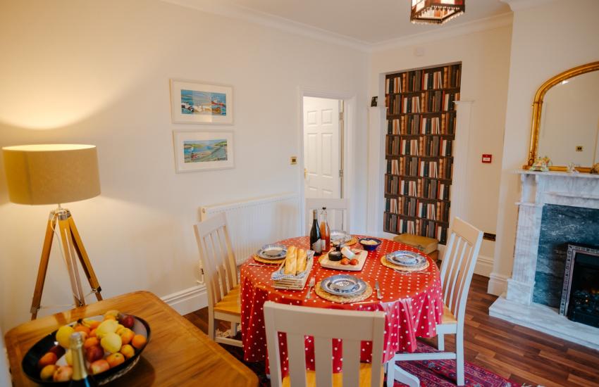 Oyster cottage sleeps 4 - dining room