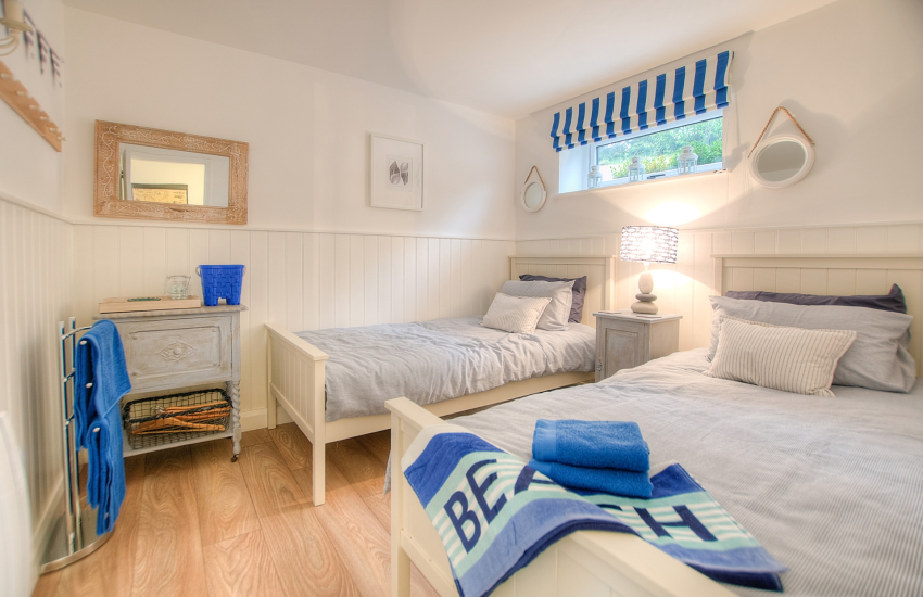Cottage Porthdinllaen by the beach wales  - twin ground floor bedroom