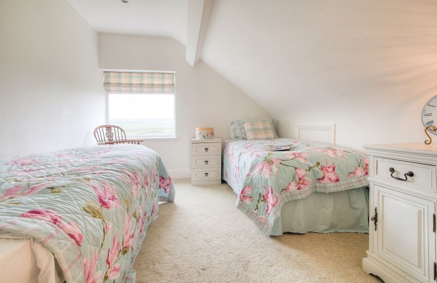 Aberdaron holiday cottage - 1st floor twin bedroom