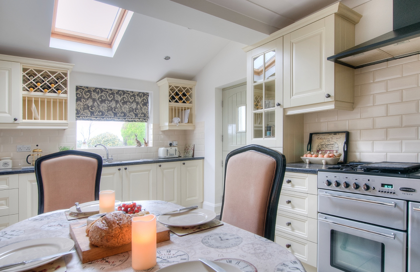 Llyn Peninsula holiday cottage - kitchen