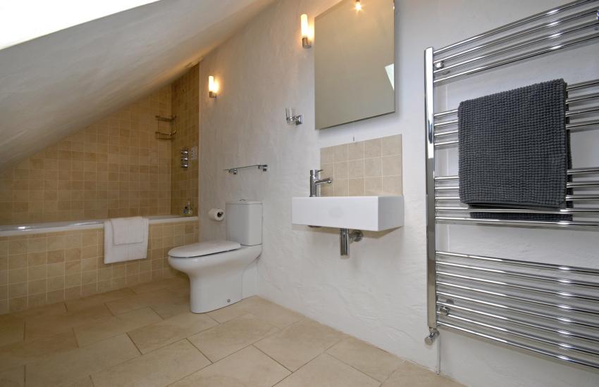 Master bedroom second floor en suite bathroom