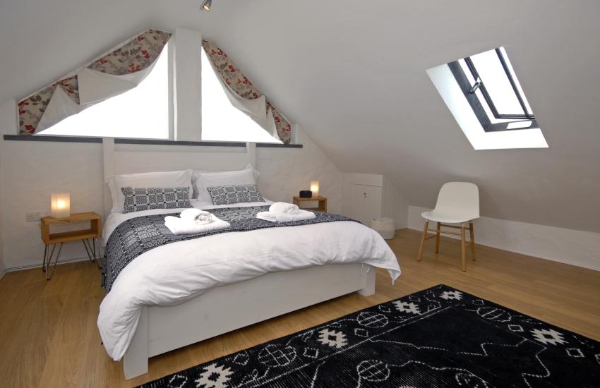 Master (second floor) en suite bedroom with super kingsize bed and stunning sea views