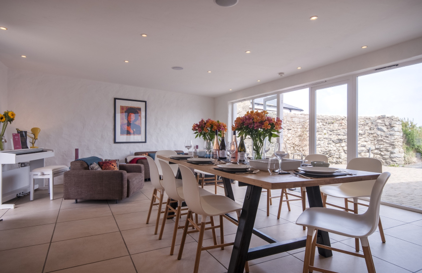 Dining area with Oak table seating up to 10 guests