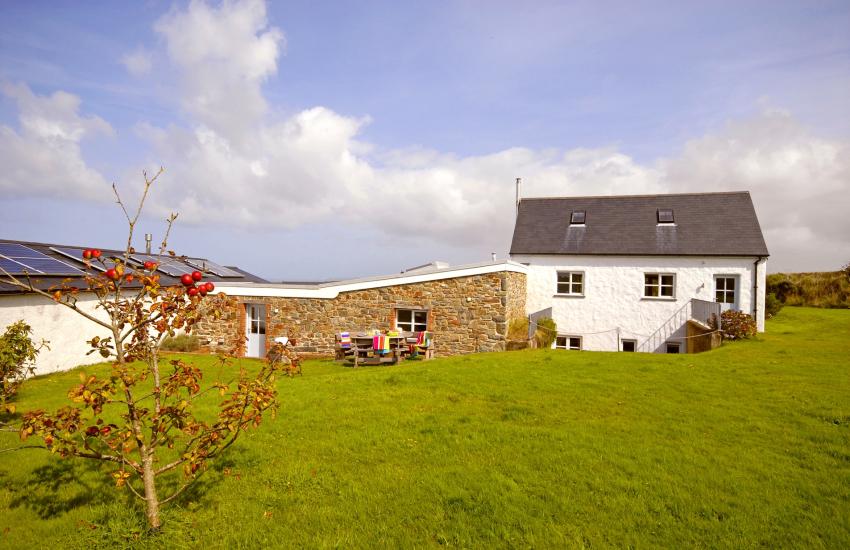 Luxury North Pembrokeshire barn conversion near Abereiddy - pet friendly