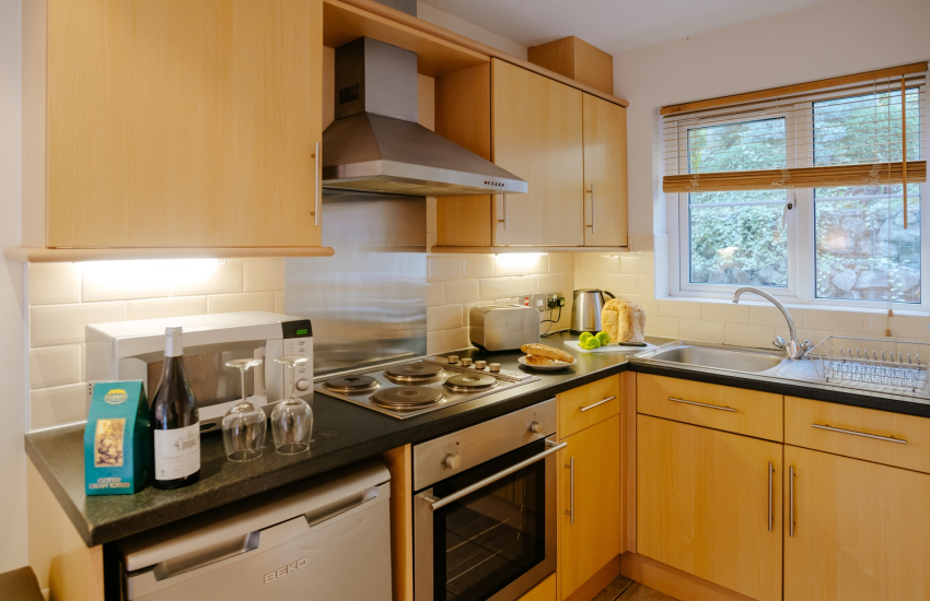 Rhossili Beach holiday cottage sleeps 4-kitchen