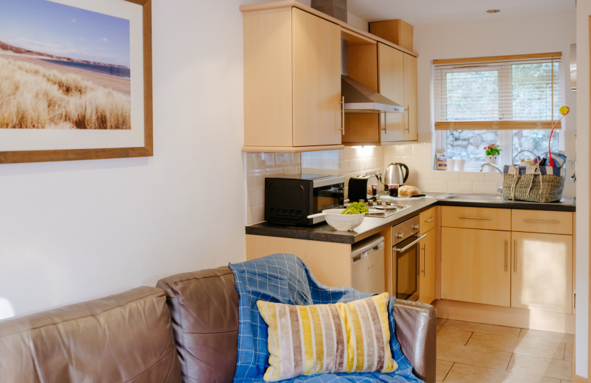 Three Cliffs Bay holiday cottage-lounge