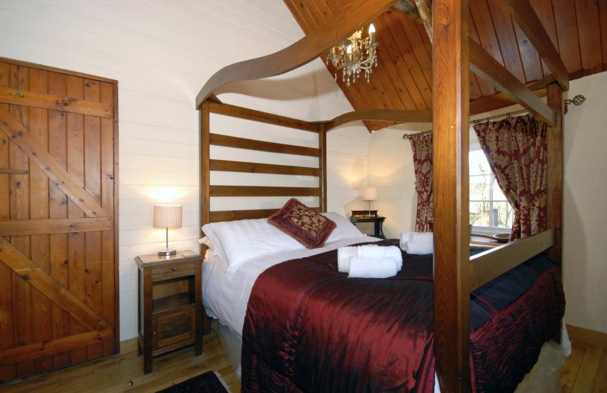 Holiday cottage near Solva - ground floor master bedroom