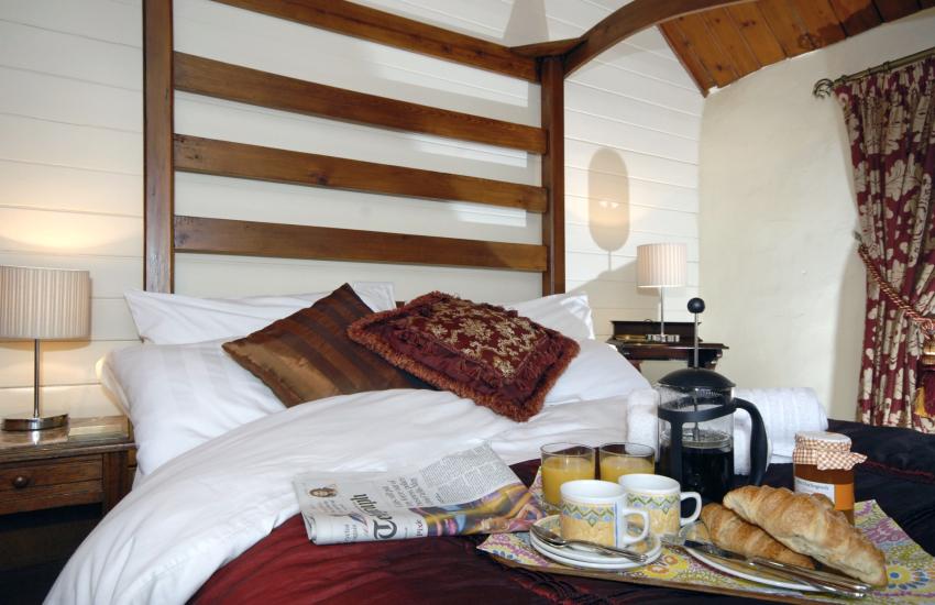 Pembrokeshire romantic retreat - breakfast in bed