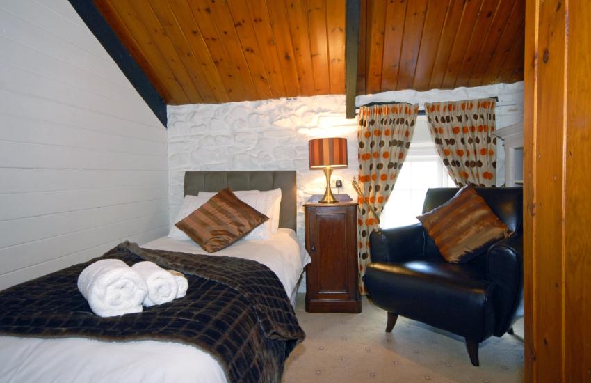Pembrokeshire cottage sleeps 5 - cosy single bedroom