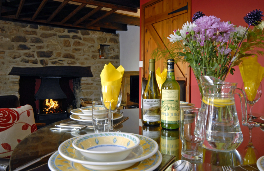 St Davids holiday cottage - with log burning fire and cosy sitting room