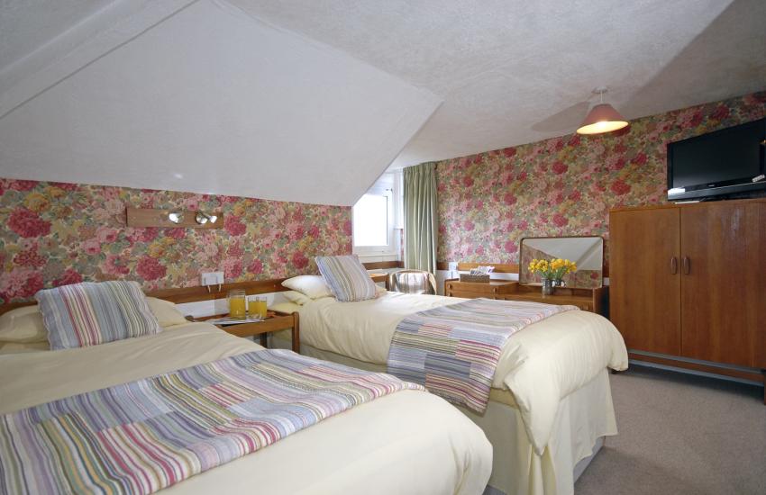 Coastal holiday house sleeps 10 - first floor twin