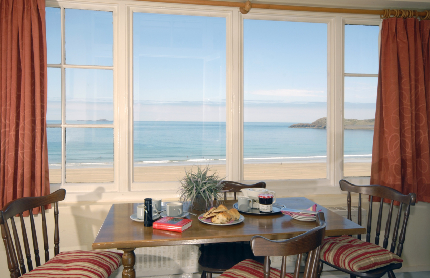 Whitesands Bay holiday home - sun room with panoramic sea views
