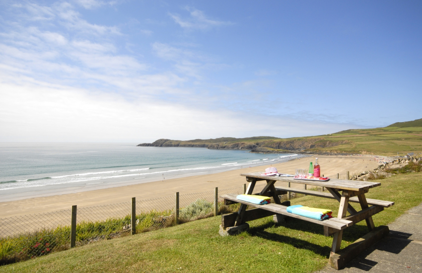 Pembrokeshire coastal cottage with terrace overlooking Whitesands Beach