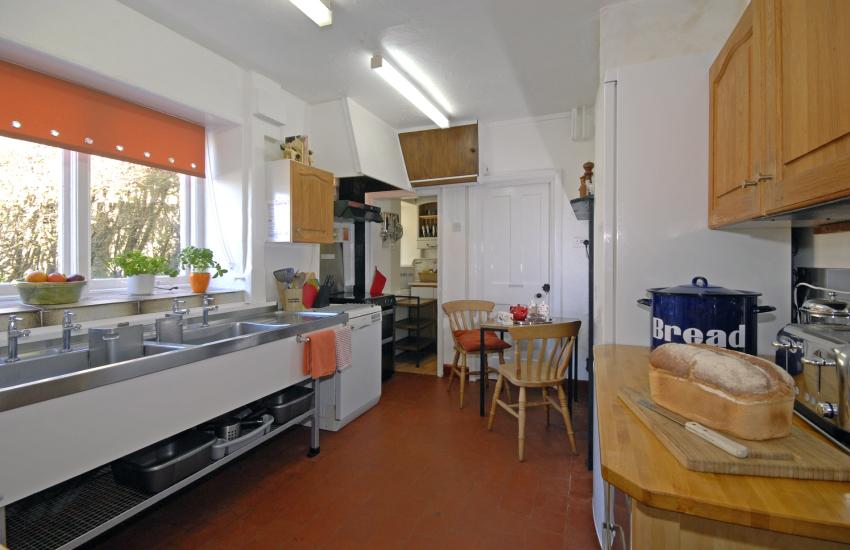 Self-catering North Pembrokeshire coast - kitchen