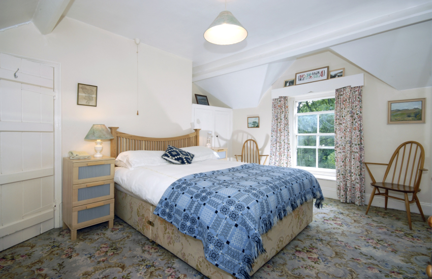 Pembrokeshire Coast Path self-catering cottage - master double