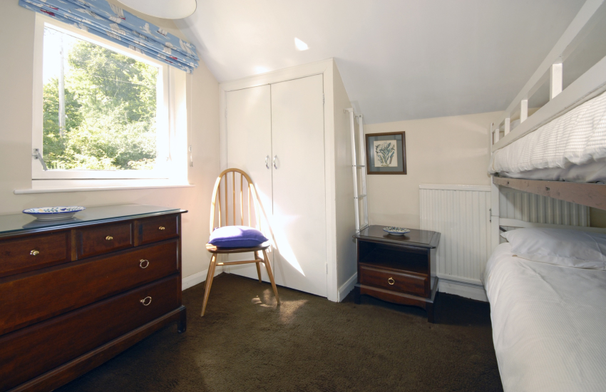 Self catering Pembrokeshire sleeps 6 - children's bunk room