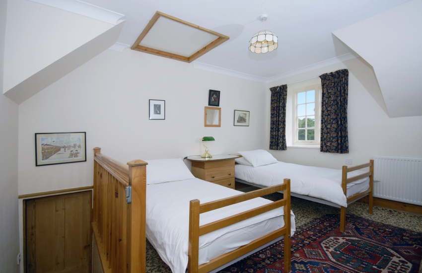 Holiday house in North Pembrokeshire sleeps 11 - twin
