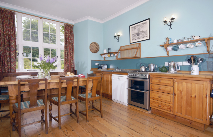 Self-catering large holiday home near Newport, Pembrokeshire - kitchen dining area