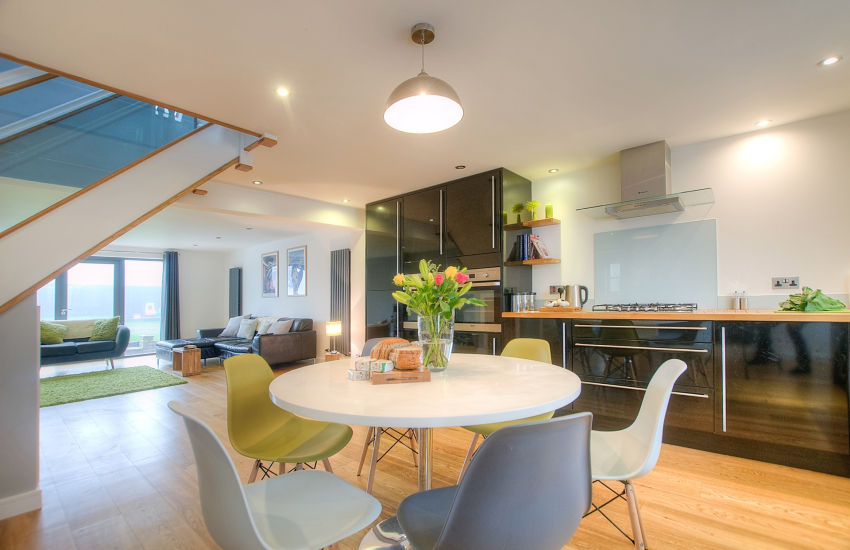 Cottage holiday St Davids - open plan kitchen diner