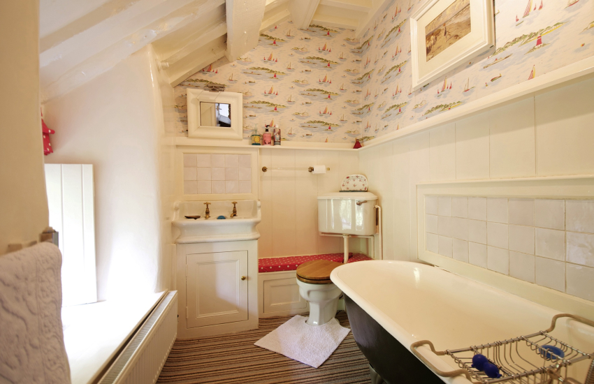 Porthmadog holiday cottage-bathroom