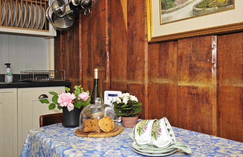 Criccieth holiday cottage-kitchen