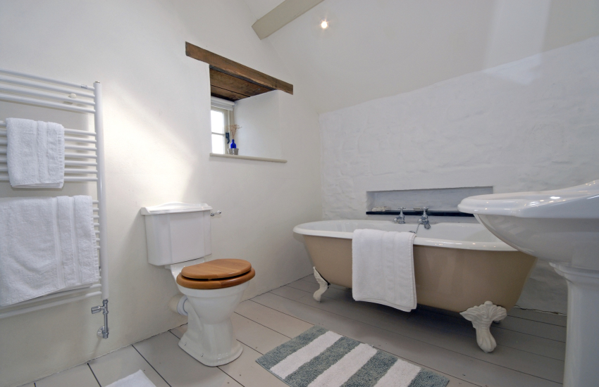 Master en suite bathroom with separate walk in shower