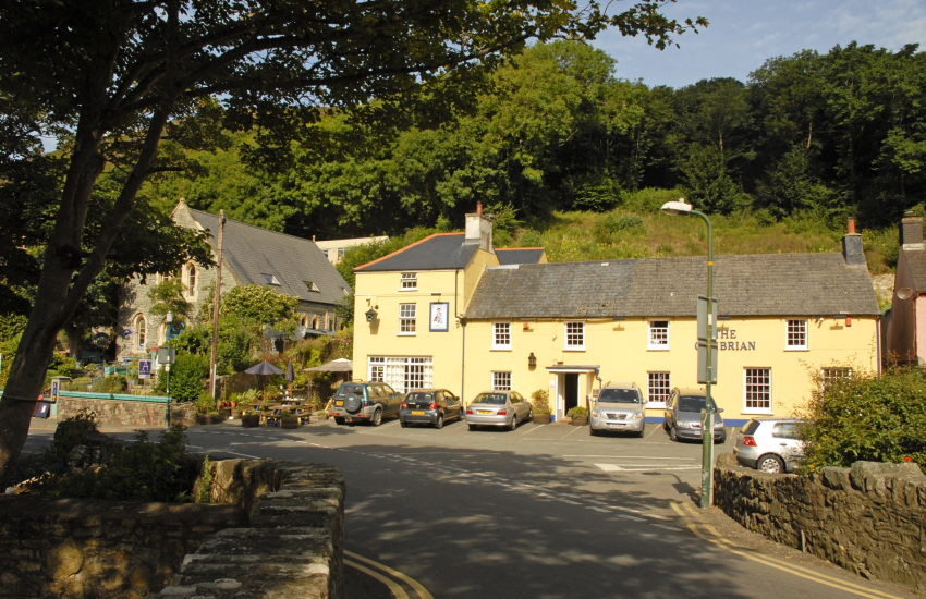 Cambrian Inn pub near Solva harbour