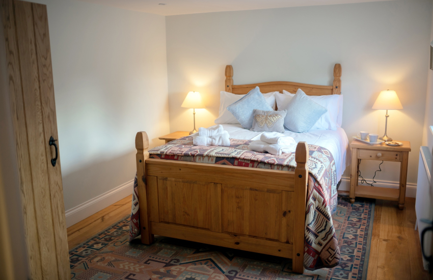 A luxury characterful cottage-bedroom