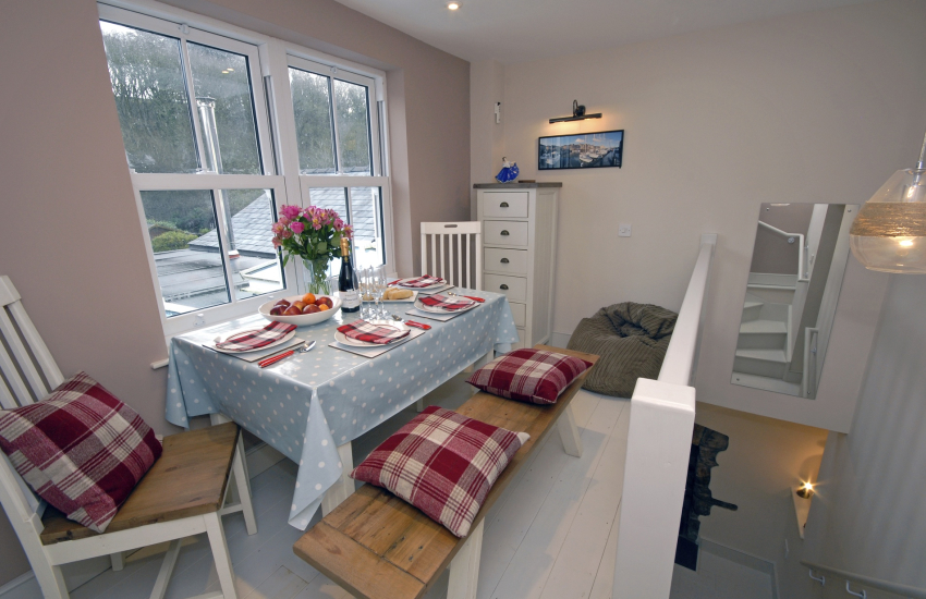 Little Haven self catering cottage - dining area