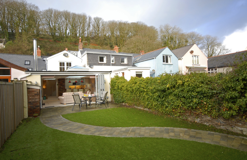 Little Haven holiday cottage with enclosed rear garden - sorry no pets