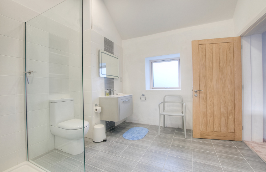 Anglesey luxury holiday cottage - twin bedroom ground floor