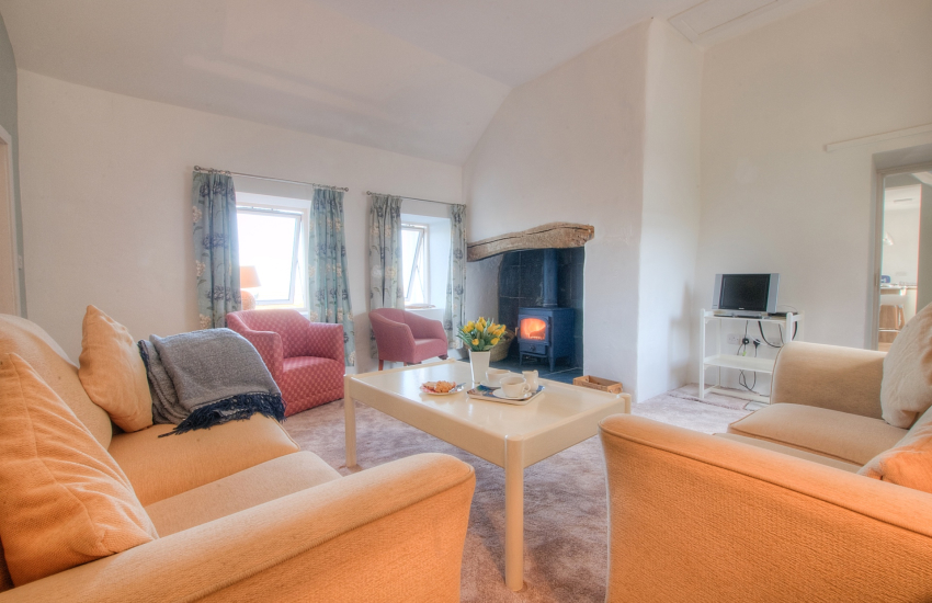 Red Wharf bay holiday cottage with hot tub - snug