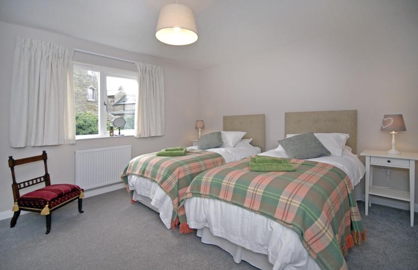St Davids holiday house sleeps 8 - twin