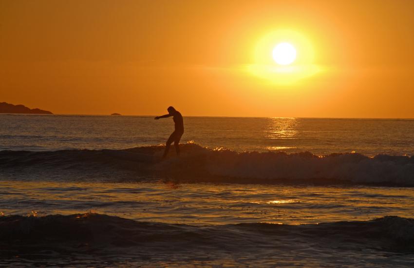 Sun sets over Whitesands
