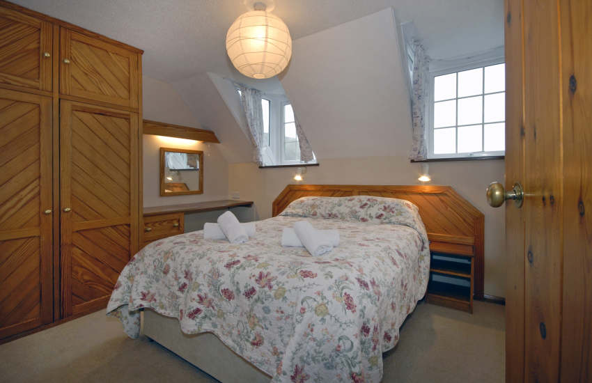 St Davids holiday apartment sleeps 5 - master double