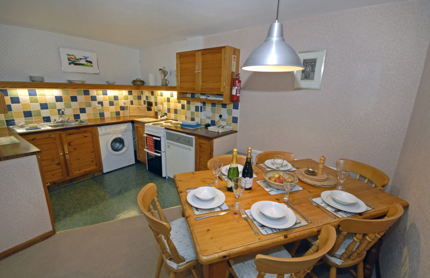 Self catering St Davids - kitchen/diner