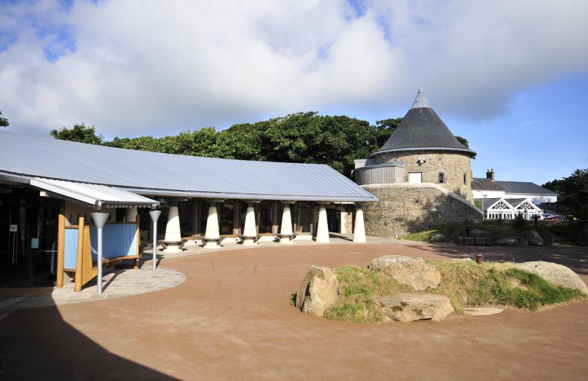 Oriel y Park Cafe and Tourist Information Centre