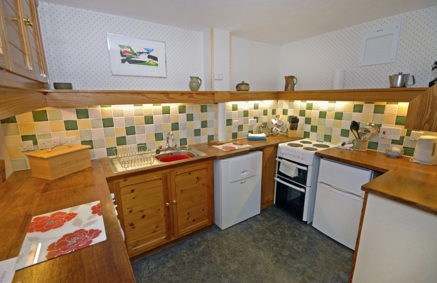 Self catering St Davids - kitchen