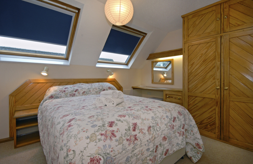 St Davids holiday apartment sleeps 4 - master double