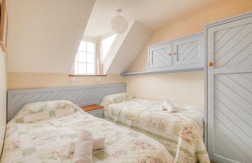 St Davids pet friendly apartment - twin bedroom