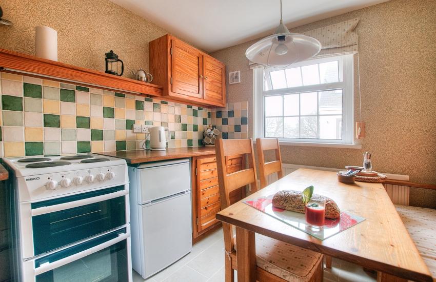 St Davids self catering cottage - kitchen