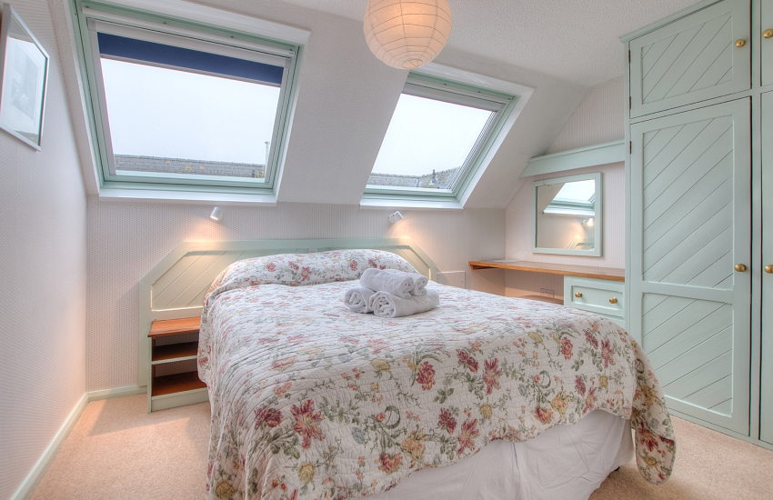 St Davids holiday apartment - double bedroom