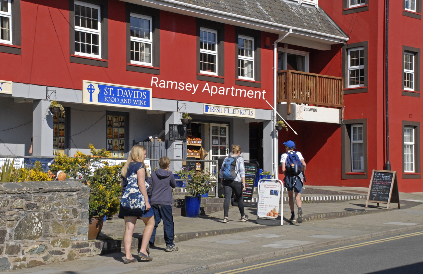 Pet friendly St Davids holiday apartment