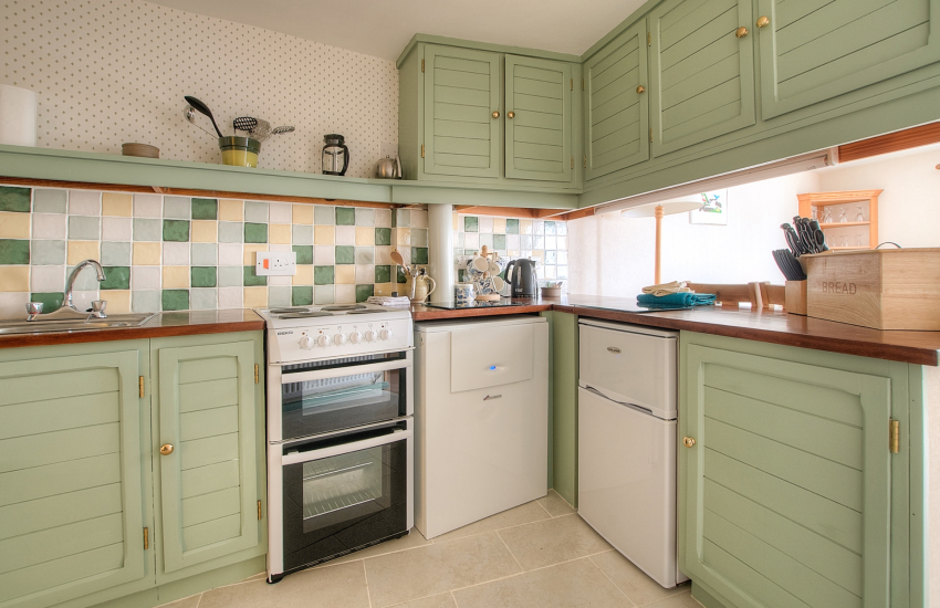 St Davids self catering apartment - kitchen