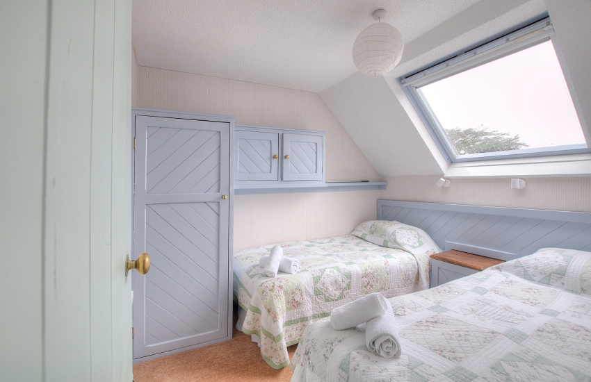 St Davids self catering apartment - twin bedroom